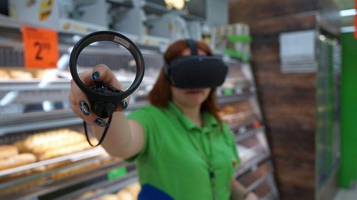 Biedronka szkoli pracowników w Virtual Reality