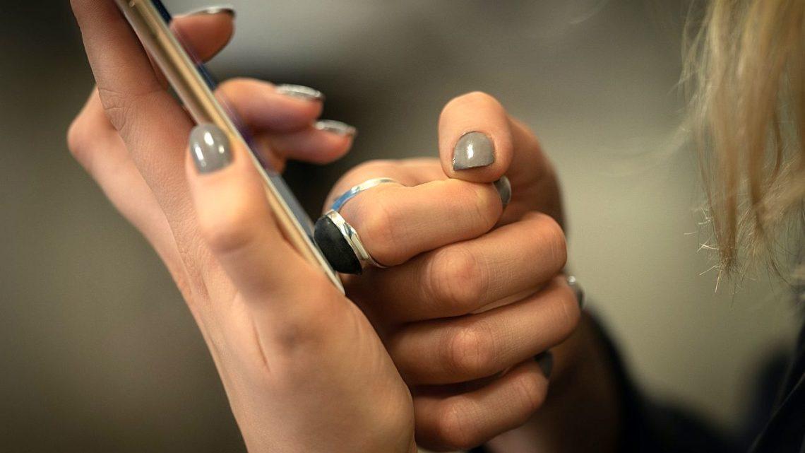 Pierścień biometryczny ze sztucznym odciskiem palca ochroni prawdziwą tożsamość