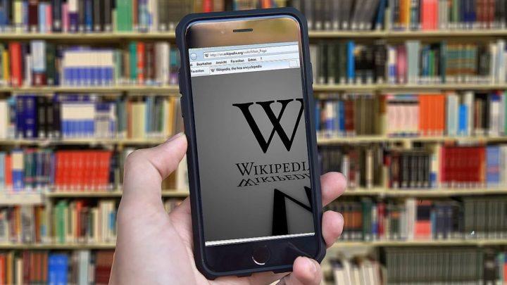 Wikipedia: blokada serwisu narusza wolność słowa