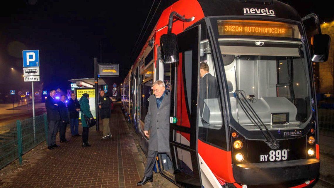 Autonomiczny tramwaj opracowany w Krakowie.  Pierwsza jazda wykonana w nocy