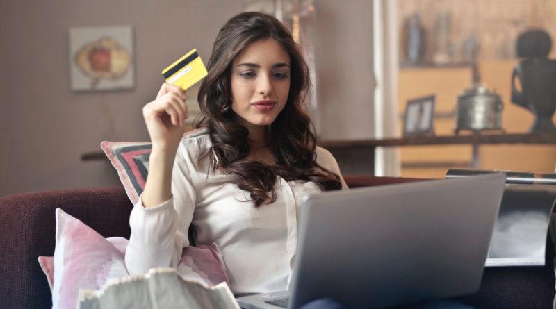 kobieta zakupy online