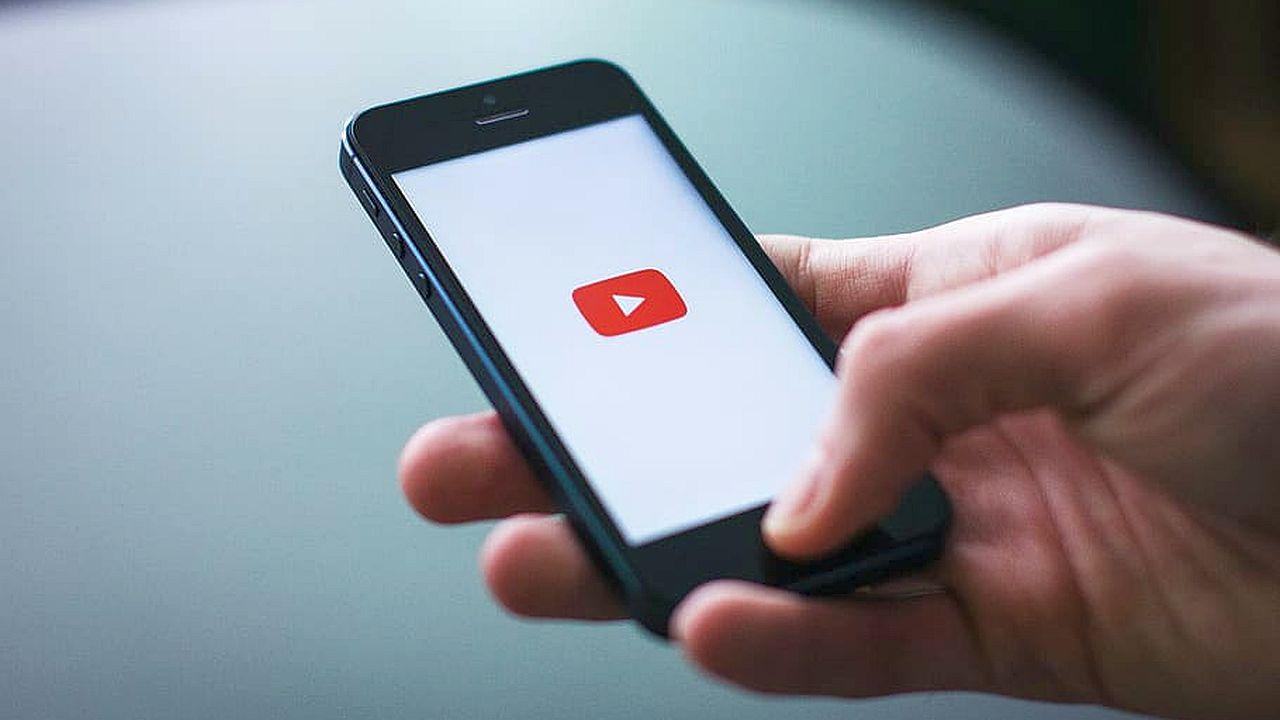 oglądanie YouTube na smartfonie