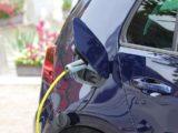 Dopłaty doaut elektrycznych zabsurdalnymi warunkami. Dostawczak dofinansowany tylkowtedy, gdyniebędzie wozić towarów