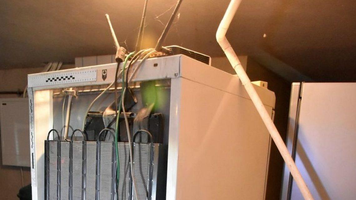 Serwer udający lodówkę. Policjanci wykryli nielegalne udostępnianie płatnych programów TV wsieci