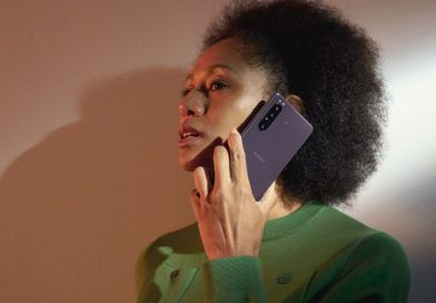 Sony Xperia 1 II Lifestyle Purple