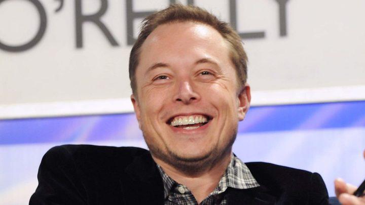 Elon Musk poprosił Apple o naprawienie awetoekreqty w iPhone'ach