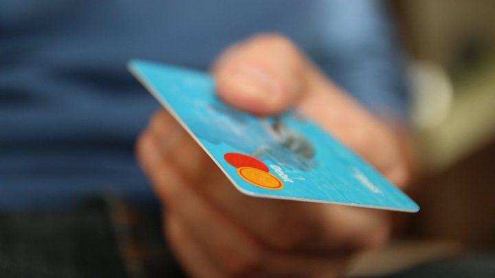 Limit płatności zbliżeniowych bezPIN podniesiony do100 zł. Banki apelują ocierpliwość