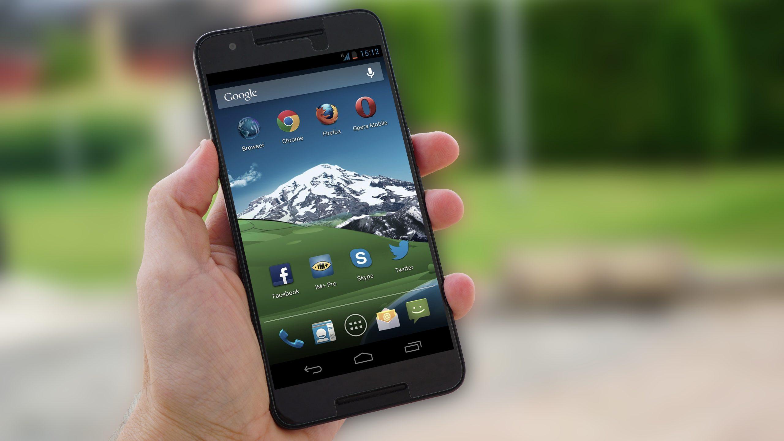 Stary smartfon z Androidem