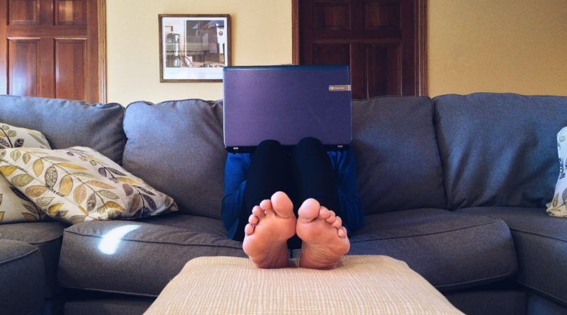 laptop sofa stopy