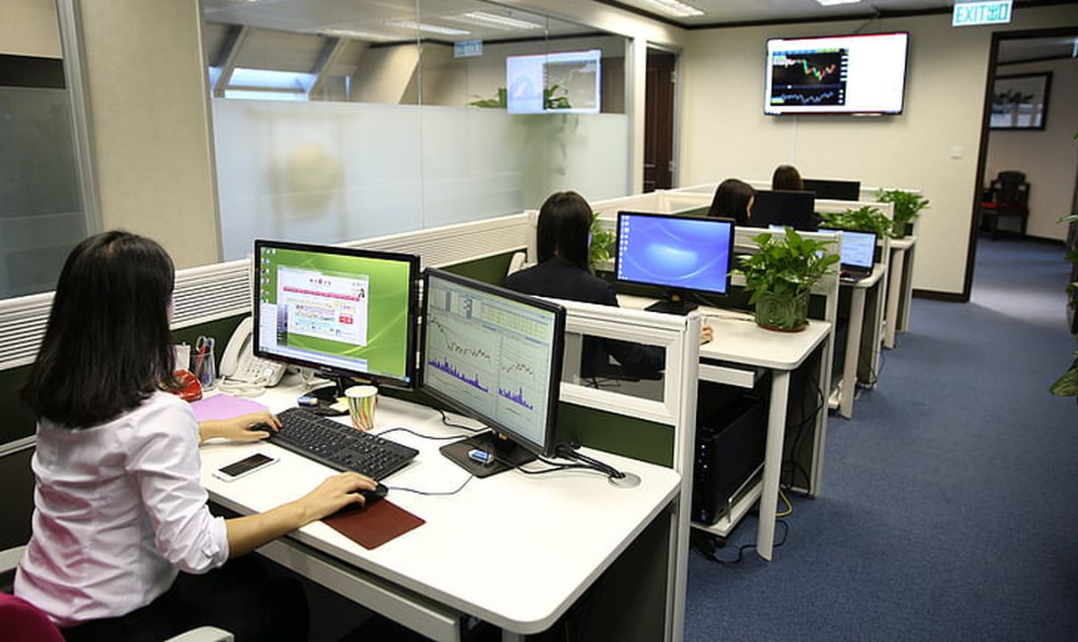pracownicy biurowi