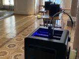 Drukarki 3D produkują oprawki do przyłbic medycznych w Pałacu Prezydenckim