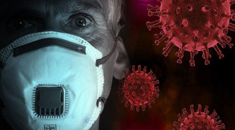 mężczyzna w maseczce na tle koronawirusa