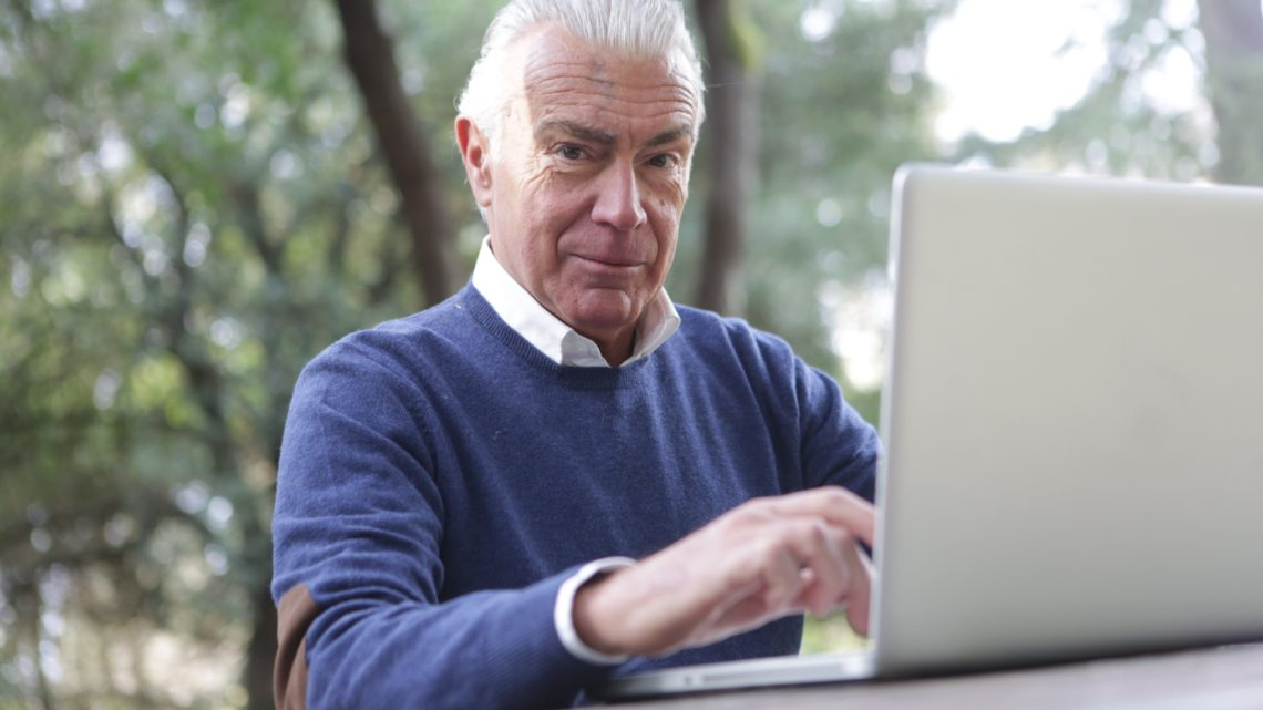 x-kom ułatwia zakupy seniorom