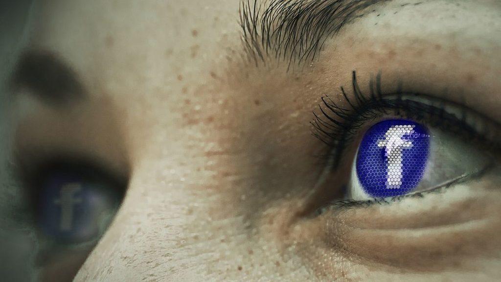 Facebook woczach
