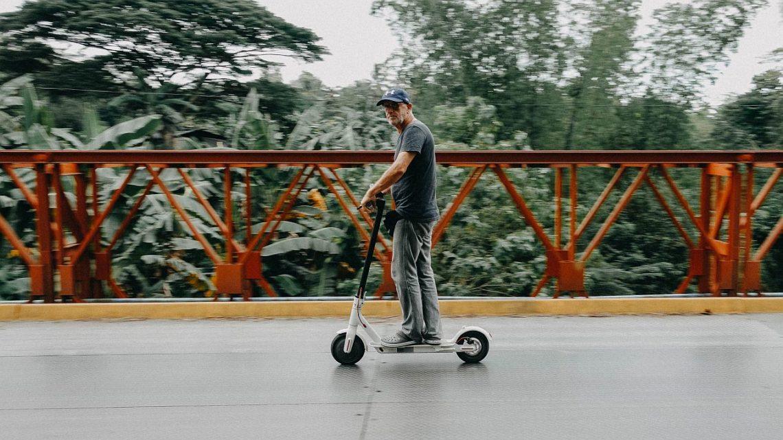 Hulajnoga elektryczna będzie oficjalnie rowerem. Teraz jest pieszym