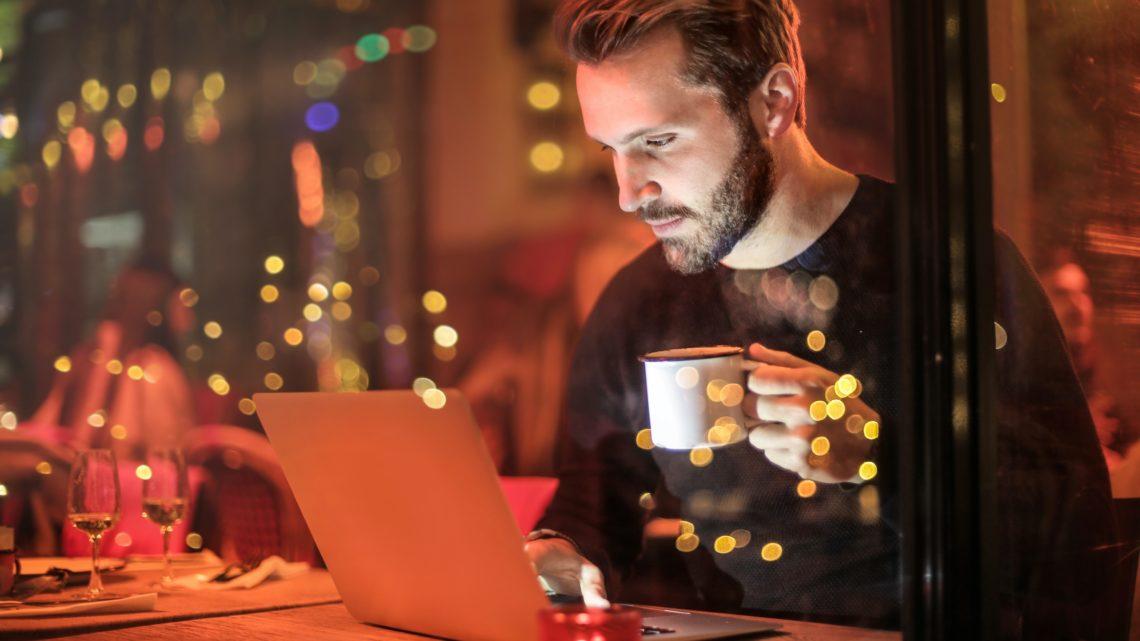 Bezpieczna praca poza biurem – jakich zasad przestrzegać?