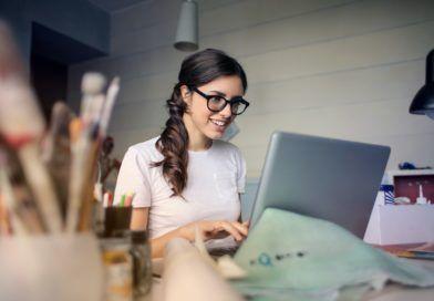 dziewczyna kobieta laptop