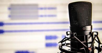 Mikrofon ekran monitora podcast