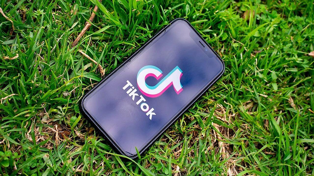 smartfon z TiKTok