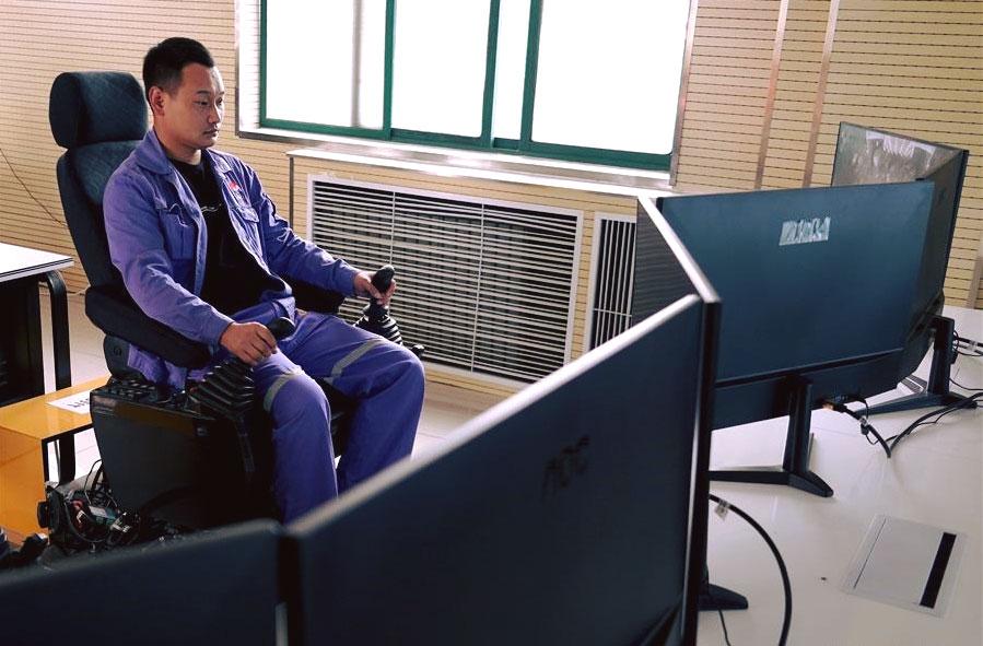 Chiński górnik korzysta z 5G pracując zdalnie