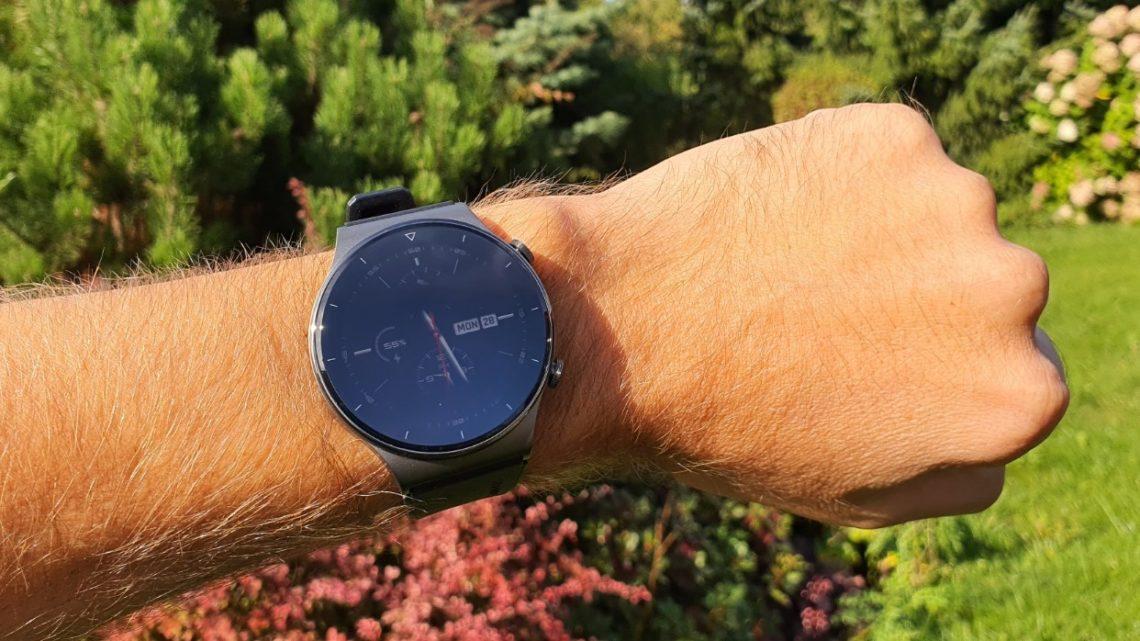Huawei Watch GT 2 Pro – elegancki smartwatch dla wysportowanego biznesmena – rzut oka