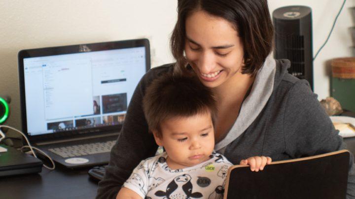 Profity dla rodziców pracujących zdalnie budzą niechęć pozostałych pracowników