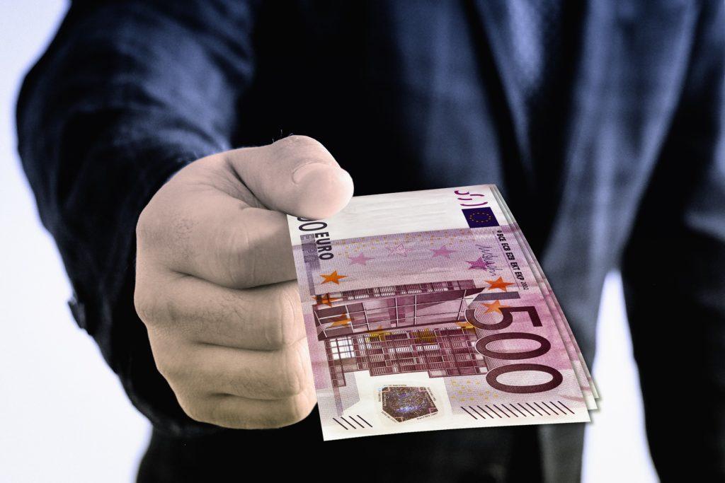 posiadanie gotówki 500 euro