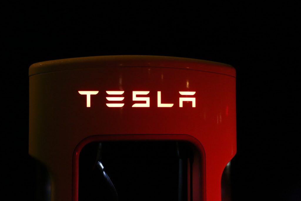 tesla ładowanie samochodów elektrycznych
