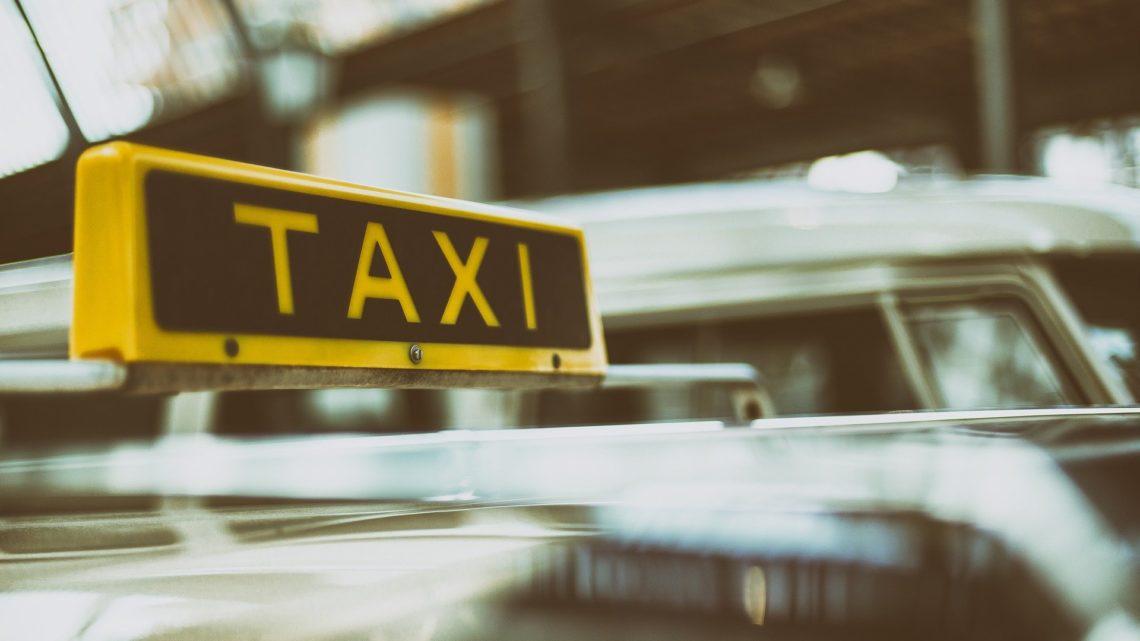 Kierowcy Uber iBolt muszą mieć licencję, takjak taksówkarze