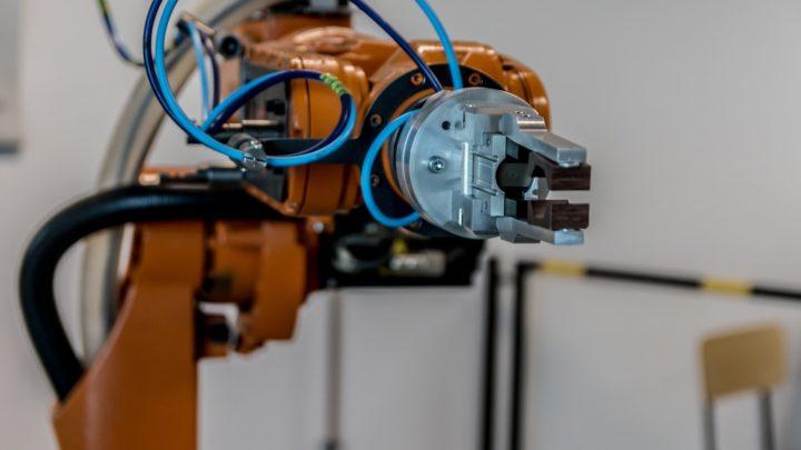 Pandemia przyspieszy zastępowanie pracowników robotami
