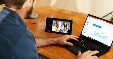 Lenovo ThinkSmart View lifestyle 32