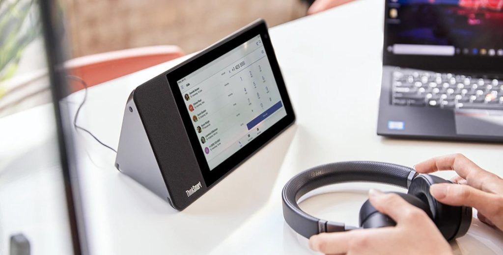Lenovo ThinkSmart View lifestyle 42