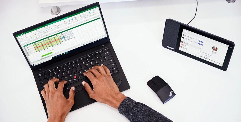 Lenovo ThinkSmart View lifestyle 52