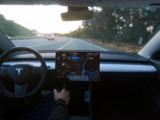 Tesla Full Self-Driving (pełna autonomiczna jazda) poaktualizacji zyska zupełnie nowe funkcje