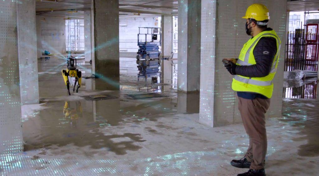 boston-dynamics-spot-robot-monitoruje-plac-budowy-w-londynie-skan