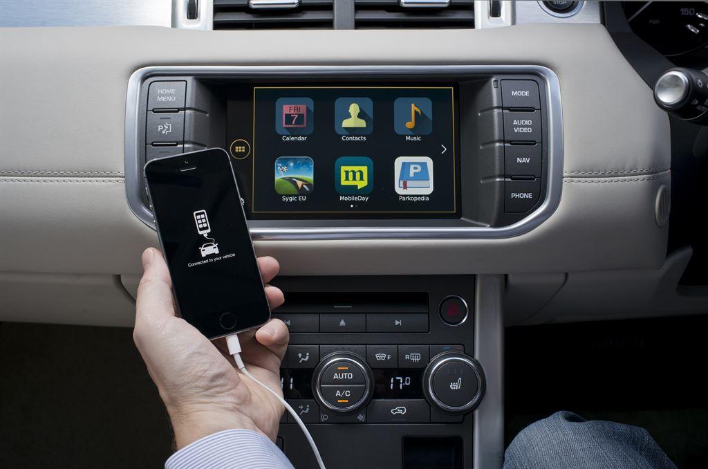 nowoczesne-systemy-samochodowe-gromadza-dane-Range_Rover_Evoque