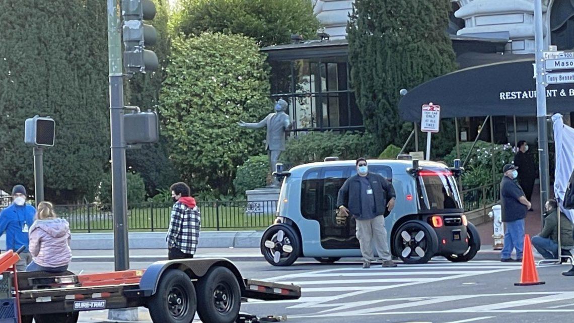 Samochód autonomiczny Zoox sfotografowany wSan Francisco