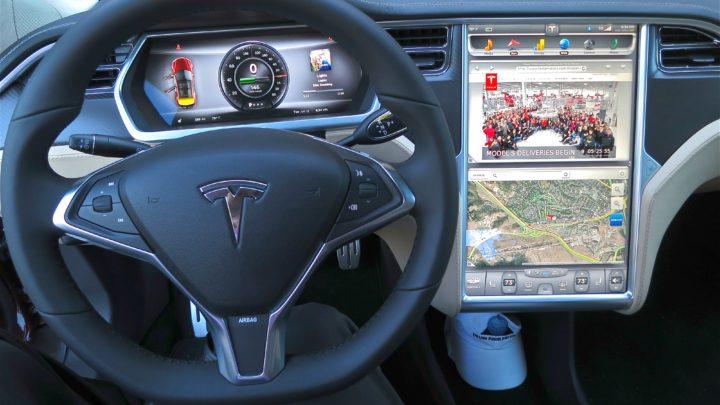 Tesla pozywa inżyniera Alexa Khatilova zakradzież oprogramowania WARP Drive