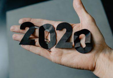2020 nadłoni (Kelly Sikkema / unsplash)