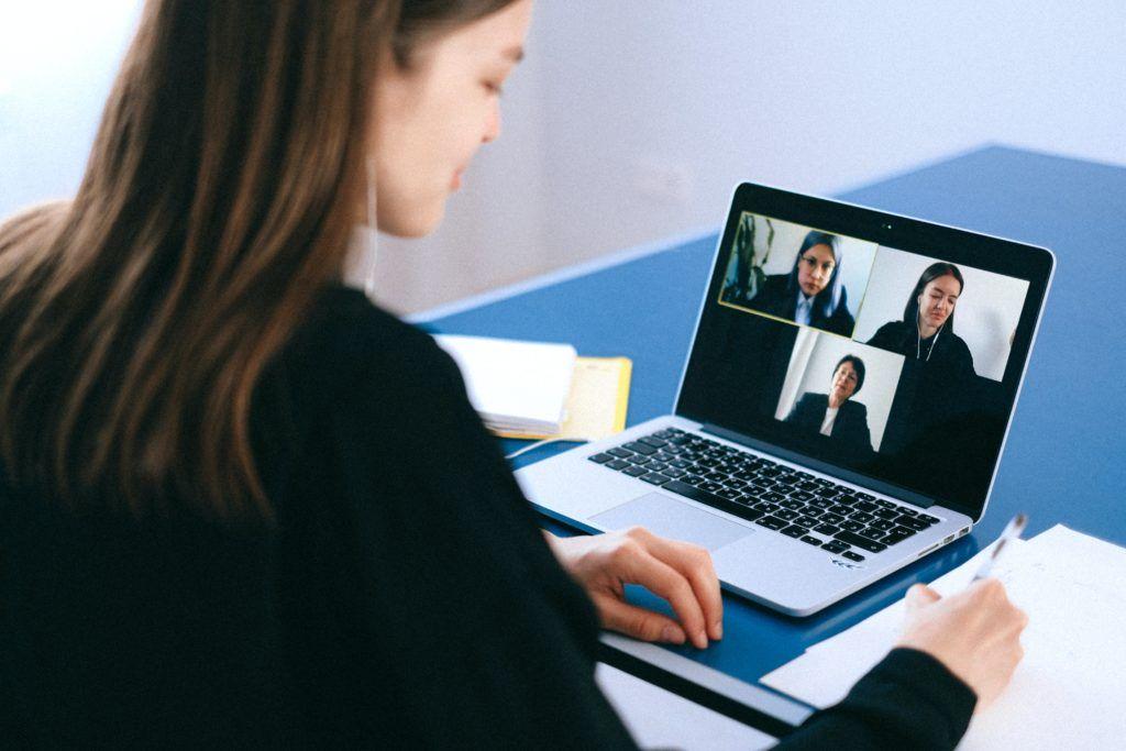 konferencja wideo pexels