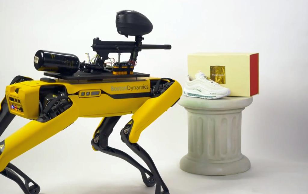 boston-dynamics-spots-rampage-robot-wyposazony-w-bron-galeria