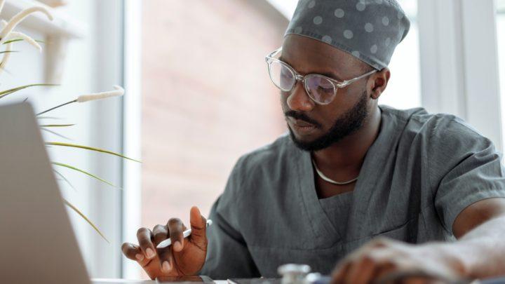 Opieka zdrowotna popandemii – 4 prognozy technologiczne Avaya