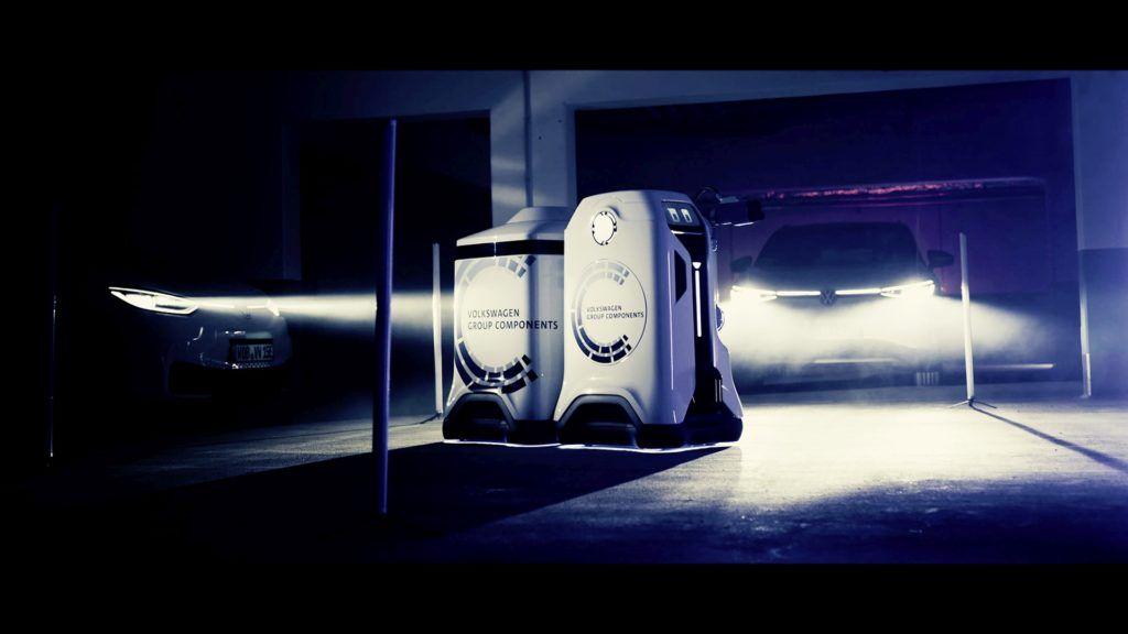 mobilny-robot-ladujacy-samochody-elektryczne-volkswagen-4