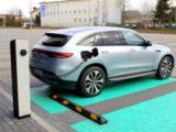 Jak ładować samochody elektryczne – wgarażu inapublicznych ładowarkach