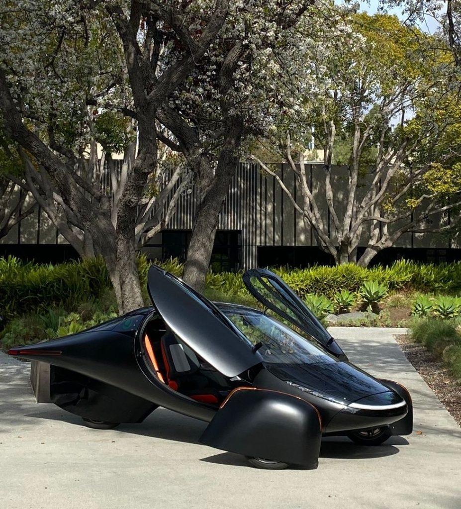 aptera-samochod-zasilany-energia-sloneczna-pierwszy-seryjnie-produkowany-01