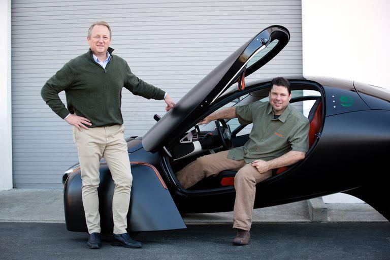 aptera-samochod-zasilany-energia-sloneczna-pierwszy-seryjnie-produkowany Steve Fambro Chris Anthony