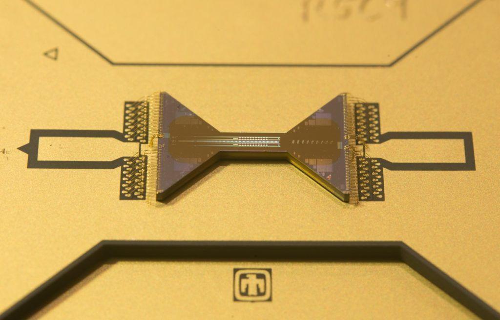 darmowy-komputer-kwantowy-qscout-z-otwartym-dostepem-procesor