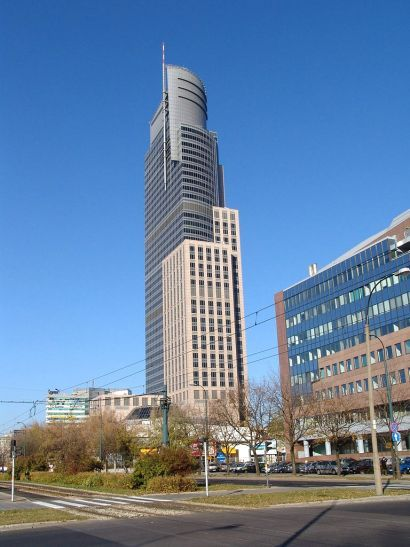proptech-starsze-budynki-biurowe-modernizacja-wzrost-cen-Warsaw_Trade_Tower