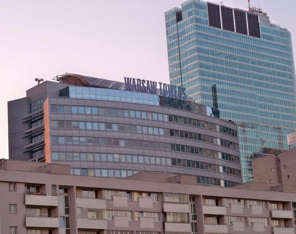 proptech-starsze-budynki-biurowe-modernizacja-wzrost-cen-Warsaw_Towers