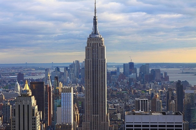 proptech-starsze-budynki-biurowe-modernizacja-wzrost-cen-empire-state-building